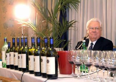 Vino: a enologo Giacomo Tachis medaglia d'oro con il Pegaso