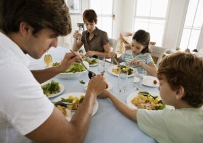 Crisi: 2,5 milioni di famiglie mangiano sempre insieme