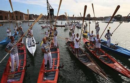 A Venezia torna la festa della voga alla veneta in Arsenale