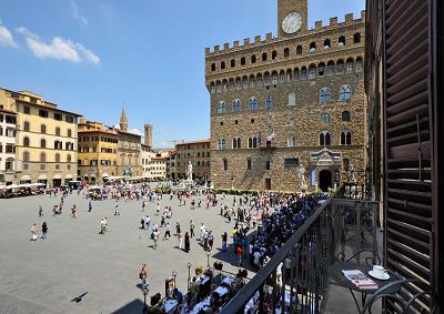 Koons all'arengario di Firenze rompe tabù di 500 anni