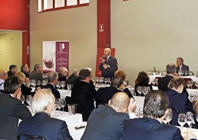 Professione assaggiatore vino, arte degustare segue mercato
