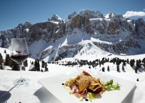 alta-badia-ski-region-sella-stock-und-essen-marcopolonews