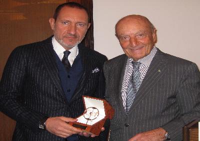 Neurochirurgo Antonio Bernardo premiato dal GEI a New York