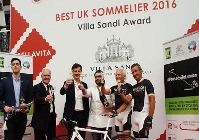 1500 km in bicicletta, bottiglia di Prosecco arrivata a Londra